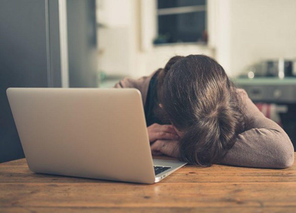 Quando o uso abusivo da tecnologia leva à solidão e até depressão